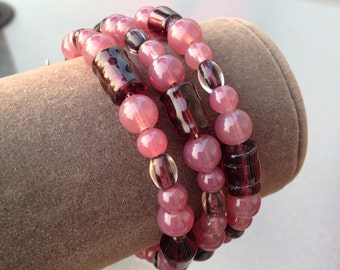 Wine pink colored glass beaded bangle bracelet