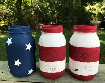 Mason jar in wood box, painted mason jars in reclaimed wood box, home decor, red white blue, college, 4th of july, americana, Fourth of July