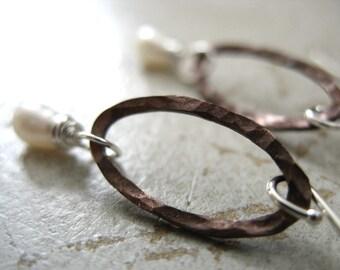 Pearl Earrings, Freshwater Pearl Hammered Copper Oval Hoop Dangle Drop Earrings, Handmade Metalwork Earrings, Pearl Jewelry