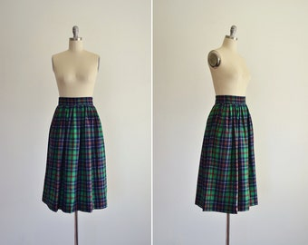 Inverness skirt • vintage 1960s/70s wool plaid skirt • green pleated wool midi skirt