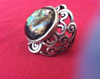 Vintage statement ring with an incrusted stone