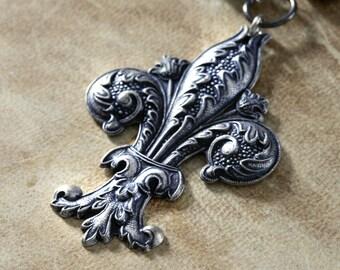 Steampunk Jewelry - Necklace - Silver Tone Fleur de Lis