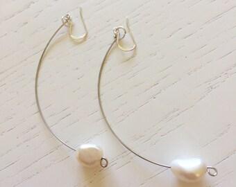Boucles d'oreilles demi-lune avec perles