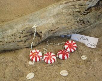 Bracelet bonbon en perles de verre rouge et blanc