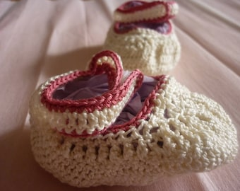 Adorable little slippers for baby 6-9 months