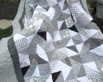 Gray and White Quilt, TRIPLE THICK Gray Quilt, Sofa Throw, Neutral Quilt, Modern Quilt, Lap Quilt, Quilted Throw, Contemporary Coverlet