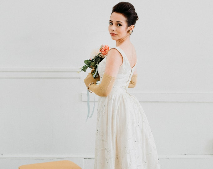Vintage 1950s White Beaded Wedding Gown - Size Extra Small