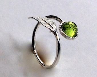 Peridot leaf ring, silver ring, August birthstone ring, peridot ring, nature ring, boho ring, branch ring - Gone with the wind R2062-2