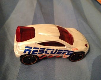 Hot Wheels Toyota Rescuer      (box 2)