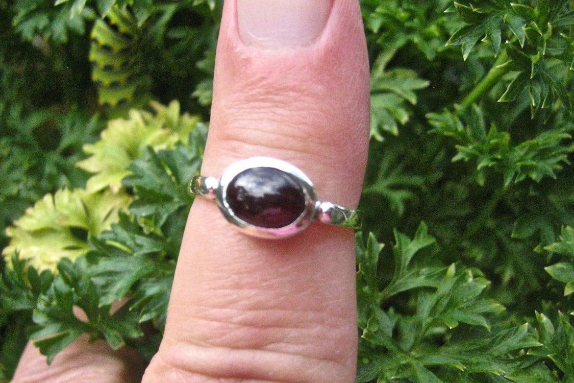 SALE Vintage 925 Sterling Silver Garnet Cabochon Ring