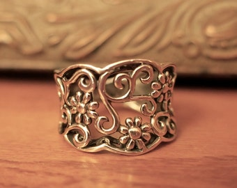 Beautiful Vintage 925 Sterling Silver Cigar Band Flower Ring