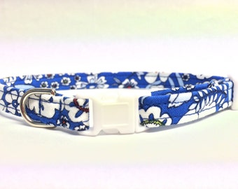 Blue Cat Collar Tropical Flowers