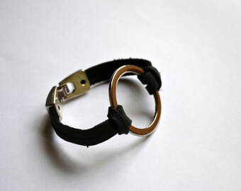 Leather bracelet with large circle connector - Handmade