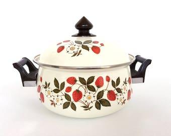 Vintage Sheffield Enamelware Strawberries and Cream 3 Quart Dutch Oven / 3 Quart Stock Pot Strawberries N Cream