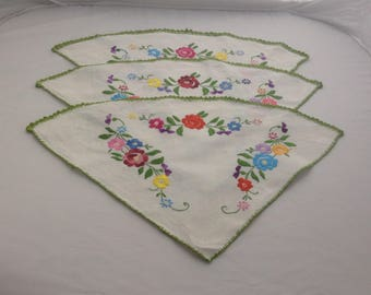 Set Of French Vintage Napkins Hand embroidered Hand Stitched Doily Napperone ( Ref no. A101 )