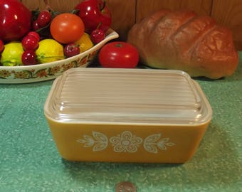 Beautiful Vintage Pyrex Cinderella Butterfly Gold 502 Refrigerator Dish with Lid - 1 1/2 Pints