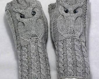 Owl Fingerless Gloves \ Hand Warmers \ Light Grey \ Wool