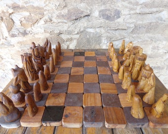 human beings against nature: chess set handcarved in heather wood - umani contro natura scacchi intagliati a mano in legno di erica