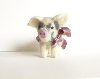 Needle Felted animal Felt toy Little Pig Felted miniature Small Felt figure Felt animal Animal farm