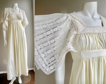 70s Off White Maxi Dress Prairie Dress Wedding Dress With Lace Sleeves and Empire Waist - S M