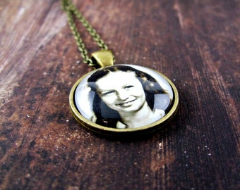 Personalized Picture Necklace: Personalized Photo Jewelry. Personalized Photo Pendant. Handmade Jewelry. Lizabettas