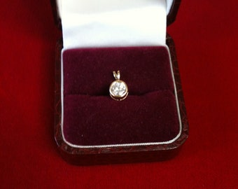 14 K Yellow Gold Charm With Brilliant Round  CZ. 0.6 gm.