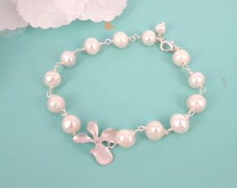 Orchid Beauty- Freshwater Pearl and Orchid Bracelet