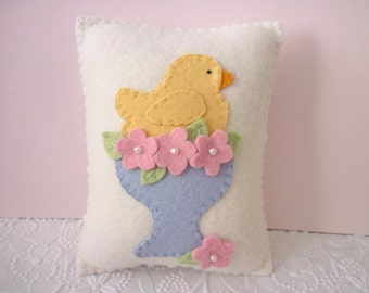 Felt Pillow Easter Chick Penny Rug Egg Cup Bird Pink Flowers Primitive