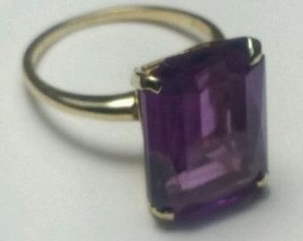 14K Yellow Gold Rectangular Shaped Amethyst Gemstone Ring Size 7.25