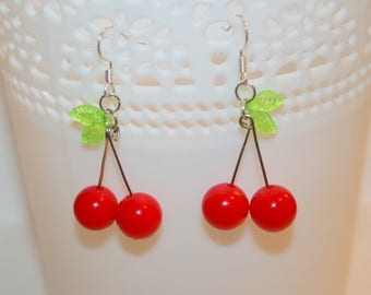 Cherry earrings made of beads