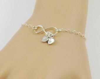 Infinity bracelet, personalized bracelet, friendship bracelet, initial bracelet, gift for mom, silver heart bracelet or gold heart bracelet