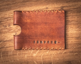 Card holder leather. Card case in vegetable tanned leather. Minimalist card holder. Slim wallet.