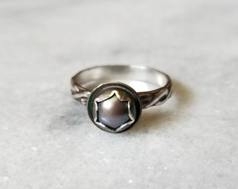 Sterling silver peacock pearl flower ring with braided band, size 6.5