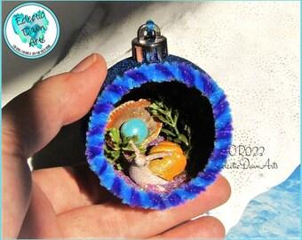 Retro Snail Diorama Ornament, OR023, Blue Glitter