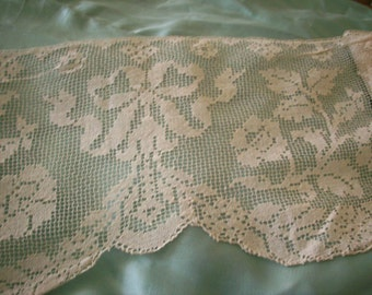 Filet lace Antique linen lace wide beautiful patterns hand done