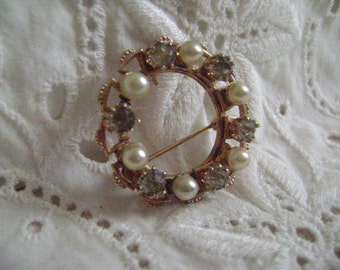 Vintage Brooch Mid Century, Costume Jewelry, Faux Pearl & Rhinestone Brooch or Pendant