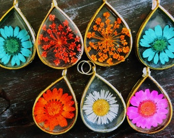 Preserved Botanical Specimen (English Daisy, Queen Anne's Lace, Daisy) Goldtone Teardrop Pendant, Goldtone Chain Necklace
