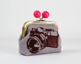Metal frame coin purse with color bobble - Retro camera in gray - Color dad / Hot pink / Echino / japanese fabric