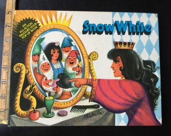 Snow White. An All-Action Treasure Hour Pop-Up Book. Illustrated by renowned Vajtech Kubasta
