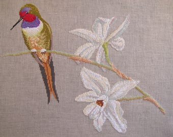 Embroidery of a hummingbird with singular tail cross stitch