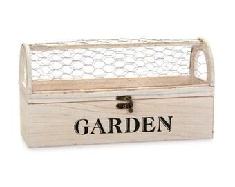 Chicken Wire Garden Planter, adorable farmhouse garden planter