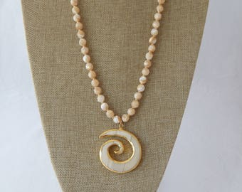 Faceted mother of pearl necklace with seashell bone pendant, beach chic, bohemian beach style, summer fashion, unique handmade necklace