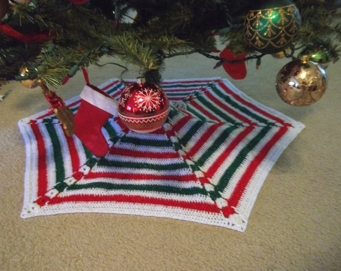 Christmas Tree Skirt - Hexagon Tree Skirt in White, Red and Green with Metallic Effect