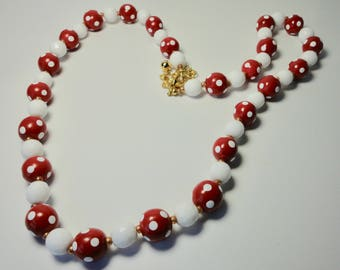 Vintage JOAN RIVERS Red and White Polka Dots Lucite Beads Necklace.