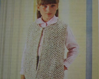 Vest Knitting Pattern FRENCH Children Ages 7 / 8 and 9 / 10 Super Bulky Weight Yarn Vintage Paper Original NOT a PDF