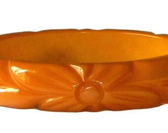 Vintage 1930s Hand Carved Bakelite Bangle Bracelet