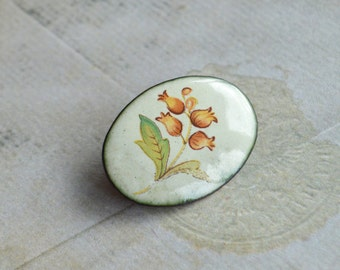 Beautiful subtle vintage brooch pin - flower oval enamel brooch - elegant jewellery - gift idea for her - Mother's Day - birthday gift