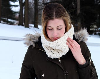 Cream Cowl // Crochet Textured Cowl // Gift for Her