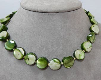 Crown TRIFARI Dyed Green Mother of Pearl Choker Necklace    OCY49