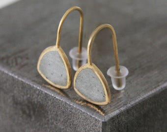 Gold dangle Earrings, Minimalist earrings, Geometric earrings, triangular Earrings, classic earrings, concrete jewellery, Drop earrings